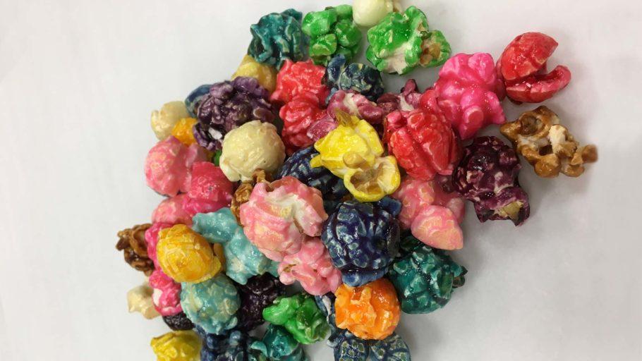PoppedCorn_0003_colored-popcorn-pile