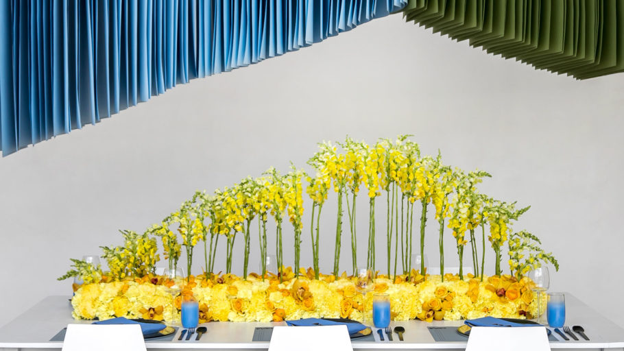 Bloommonster_vendor__0000_twincitymitzvahs_bloommonster_flowers_table_yellow_spread