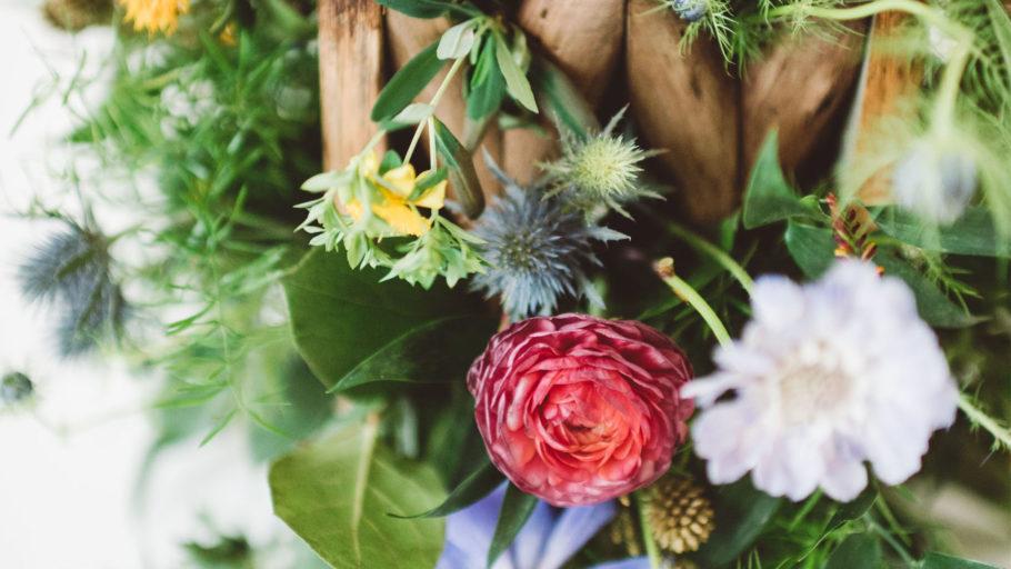 Bloommonster_vendor__0003_twincitymitzvahs_bloommonster_flowers_metal_wood_nature